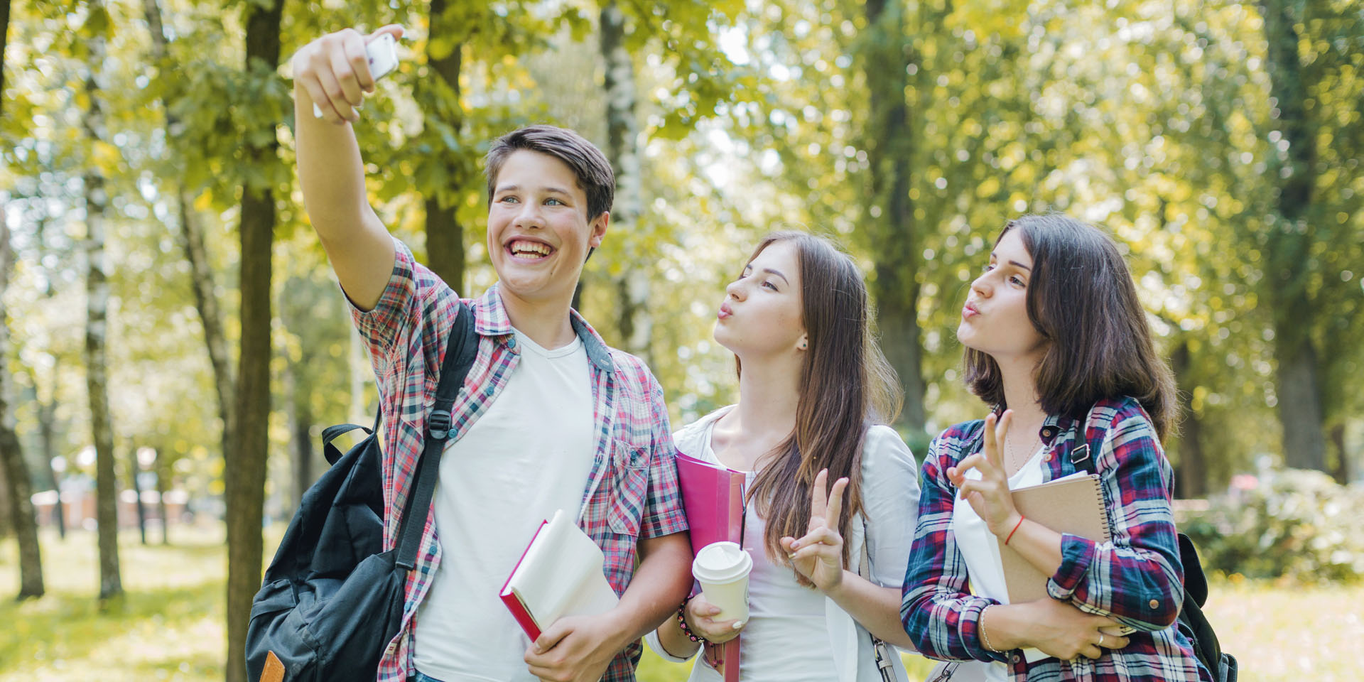 Students taking selfie. ibtutors.eu. Designed by Freepik.